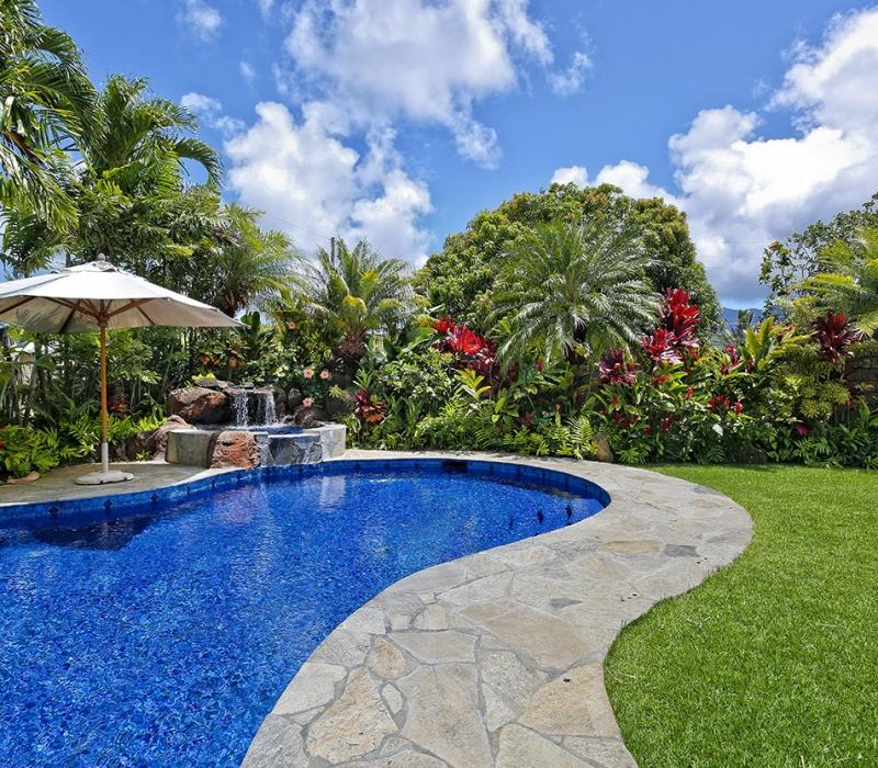 yard & pool 2